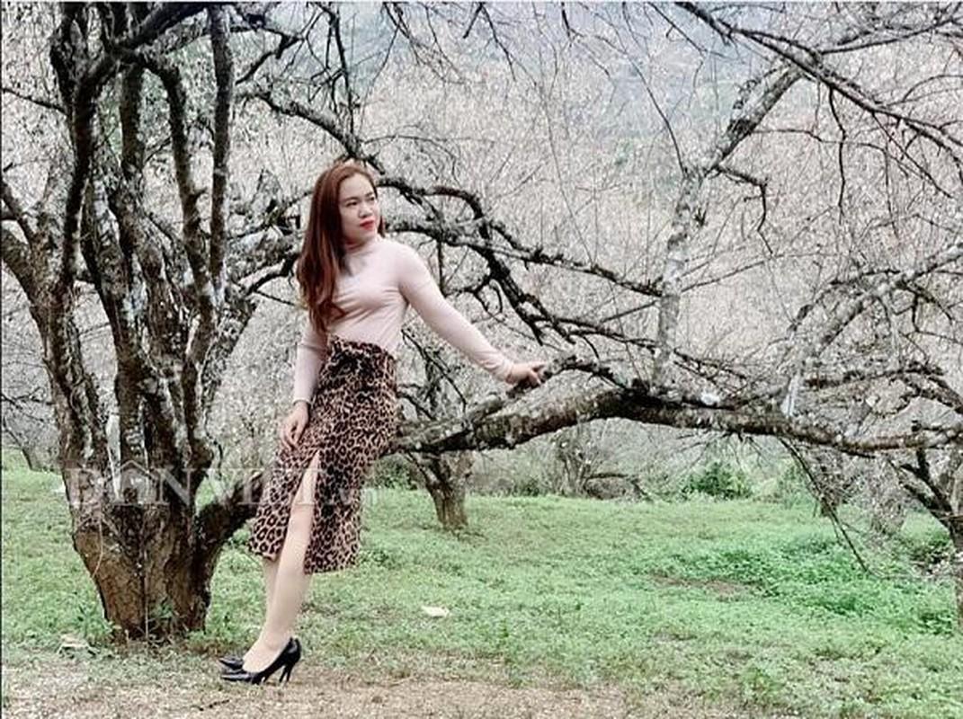 Thieu nu dua nhau do sac ben hoa man dep nao long-Hinh-4