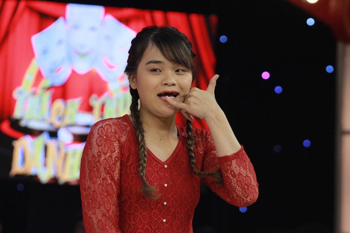 Thanh sun Ngan Thao gay tranh cai khi mac do ho hang livestream-Hinh-5