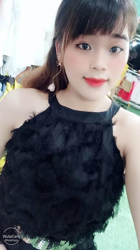 Thanh sun Ngan Thao gay tranh cai khi mac do ho hang livestream