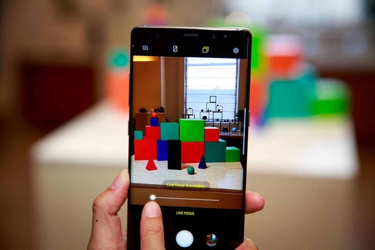Nhung smartphone cung thoi voi iPhone X gio ra sao?-Hinh-4