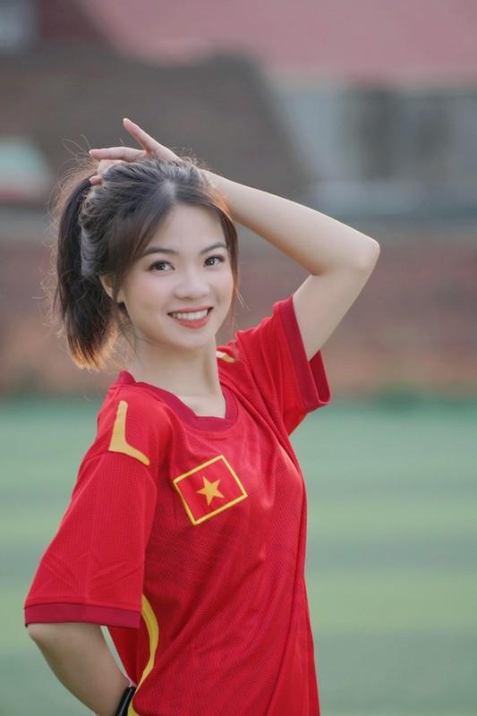 Tan sinh vien xinh dep Truong Dai hoc Thuy loi dam me trai bong-Hinh-2