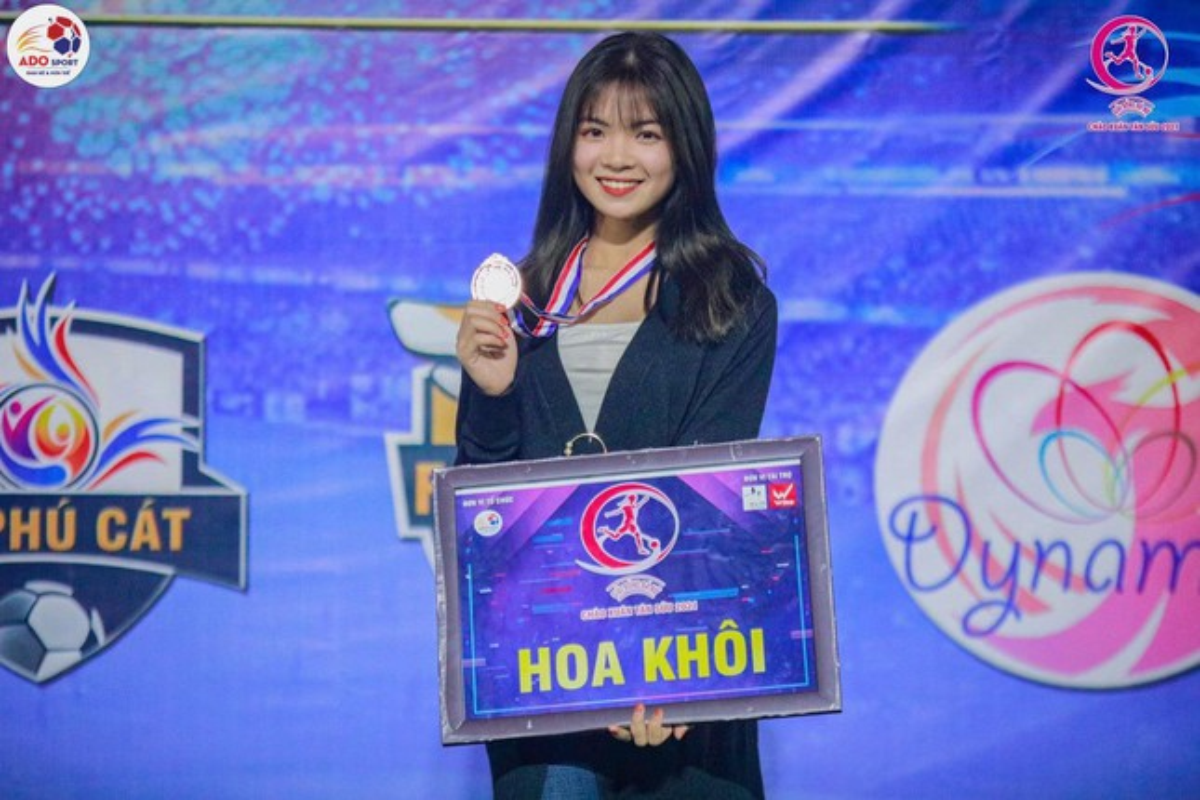 Tan sinh vien xinh dep Truong Dai hoc Thuy loi dam me trai bong-Hinh-5
