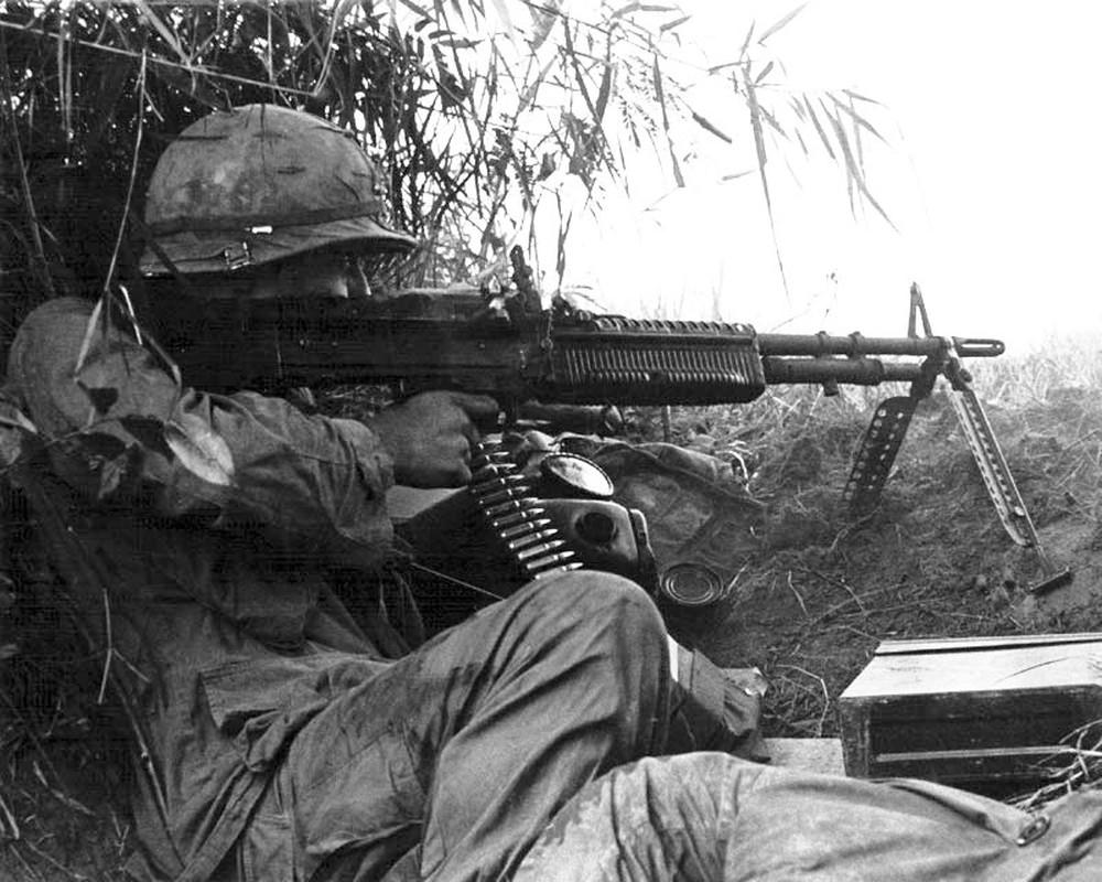 Tai sao Viet Nam nen dung lau dai sung may M60 My?-Hinh-2