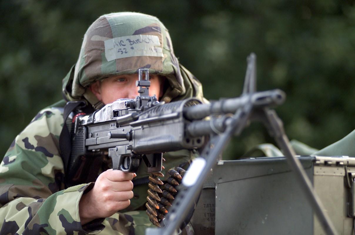 Tai sao Viet Nam nen dung lau dai sung may M60 My?