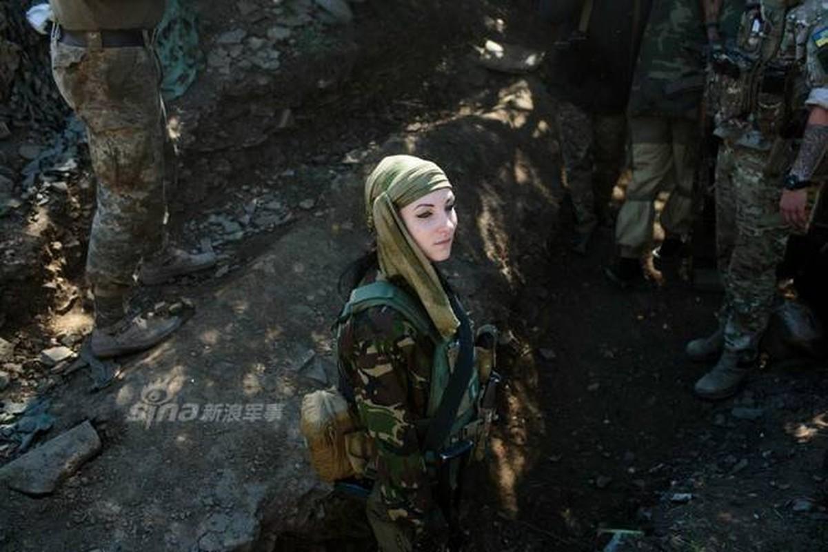 Quan doi Ukraine co rat nhieu nu binh si cuc xinh dep, nong bong-Hinh-10