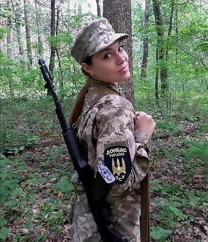 Quan doi Ukraine co rat nhieu nu binh si cuc xinh dep, nong bong-Hinh-2