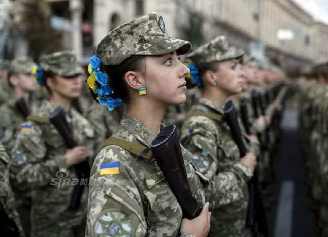 Quan doi Ukraine co rat nhieu nu binh si cuc xinh dep, nong bong-Hinh-5
