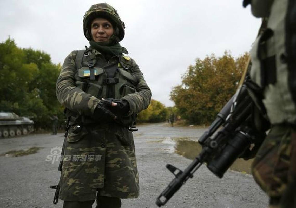 Quan doi Ukraine co rat nhieu nu binh si cuc xinh dep, nong bong-Hinh-6