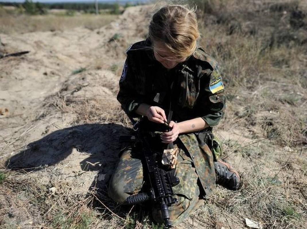 Quan doi Ukraine co rat nhieu nu binh si cuc xinh dep, nong bong-Hinh-7