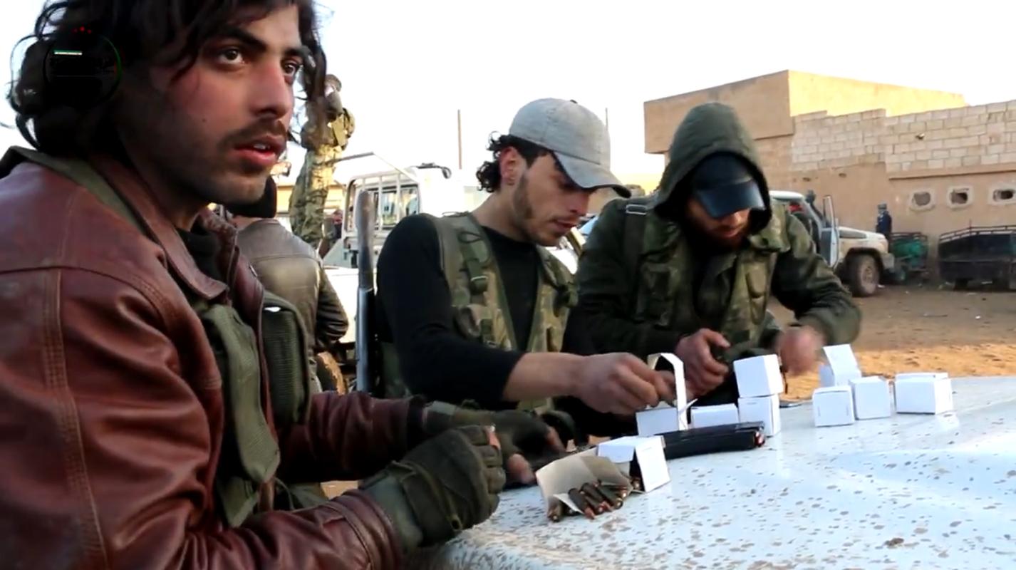 Kinh ngac vu khi cua chien binh Su doan Hamza o Syria-Hinh-2