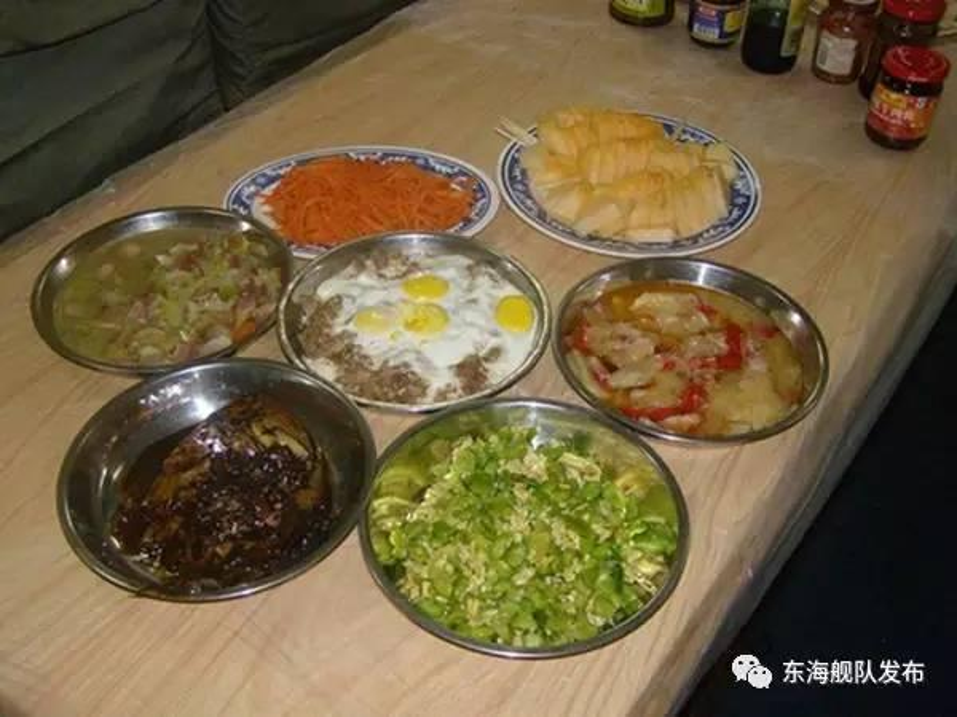 Ngac nhien cach an uong cua linh tau ngam Trung Quoc-Hinh-2