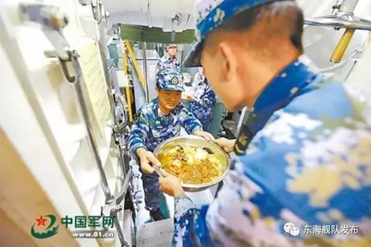 Ngac nhien cach an uong cua linh tau ngam Trung Quoc-Hinh-5
