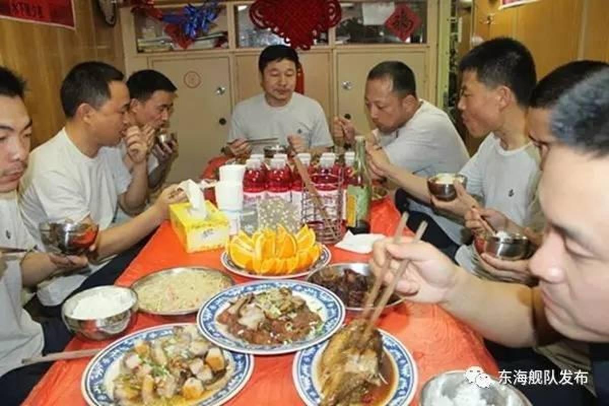 Ngac nhien cach an uong cua linh tau ngam Trung Quoc-Hinh-7