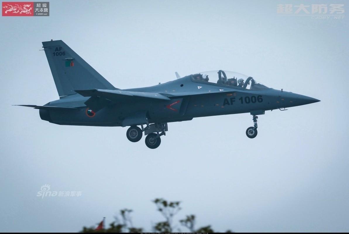 Can canh may bay huan luyen L-15 Trung Quoc ban cho Zambia-Hinh-3