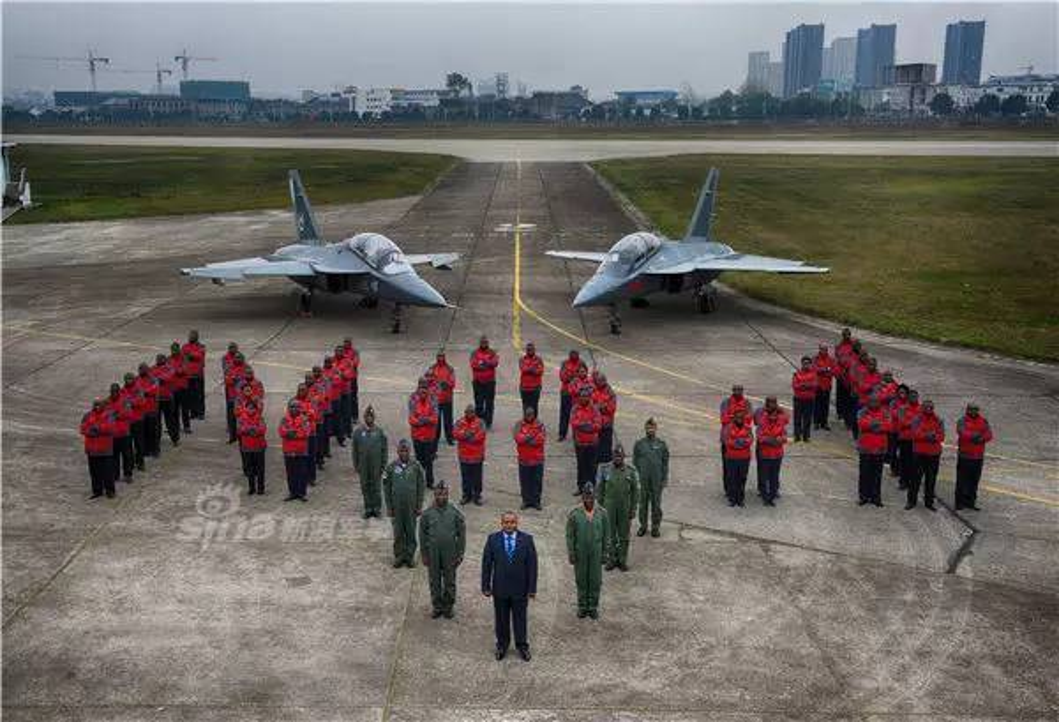Can canh may bay huan luyen L-15 Trung Quoc ban cho Zambia-Hinh-5