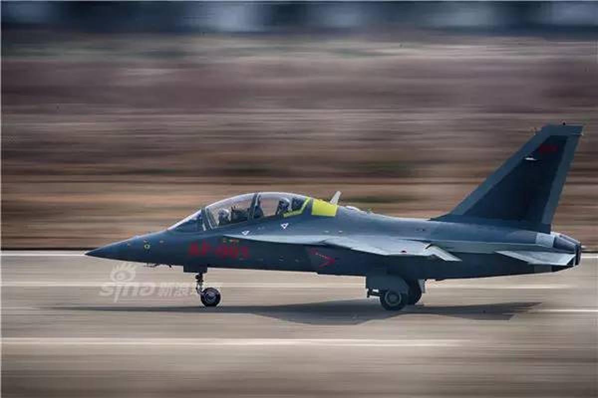Can canh may bay huan luyen L-15 Trung Quoc ban cho Zambia-Hinh-6