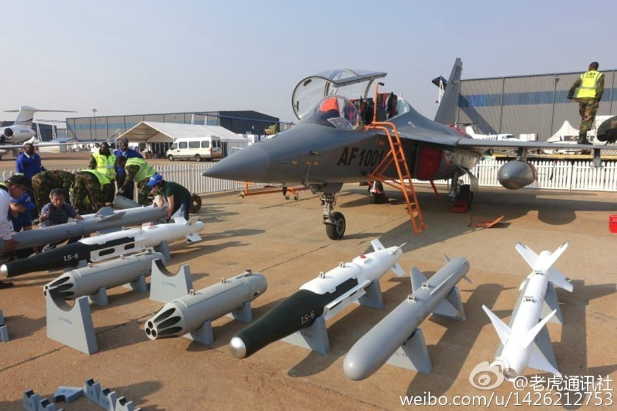 Can canh may bay huan luyen L-15 Trung Quoc ban cho Zambia-Hinh-8