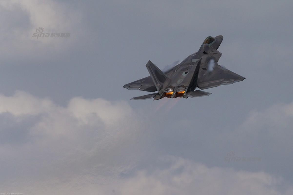 Choang: Tiem kich MiG-21 Trung Quoc sat canh cung F-22 My-Hinh-10