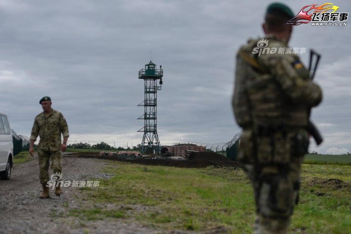 Nga-Ukraine: Tu anh em tot den xay tuong doc bien gioi-Hinh-6