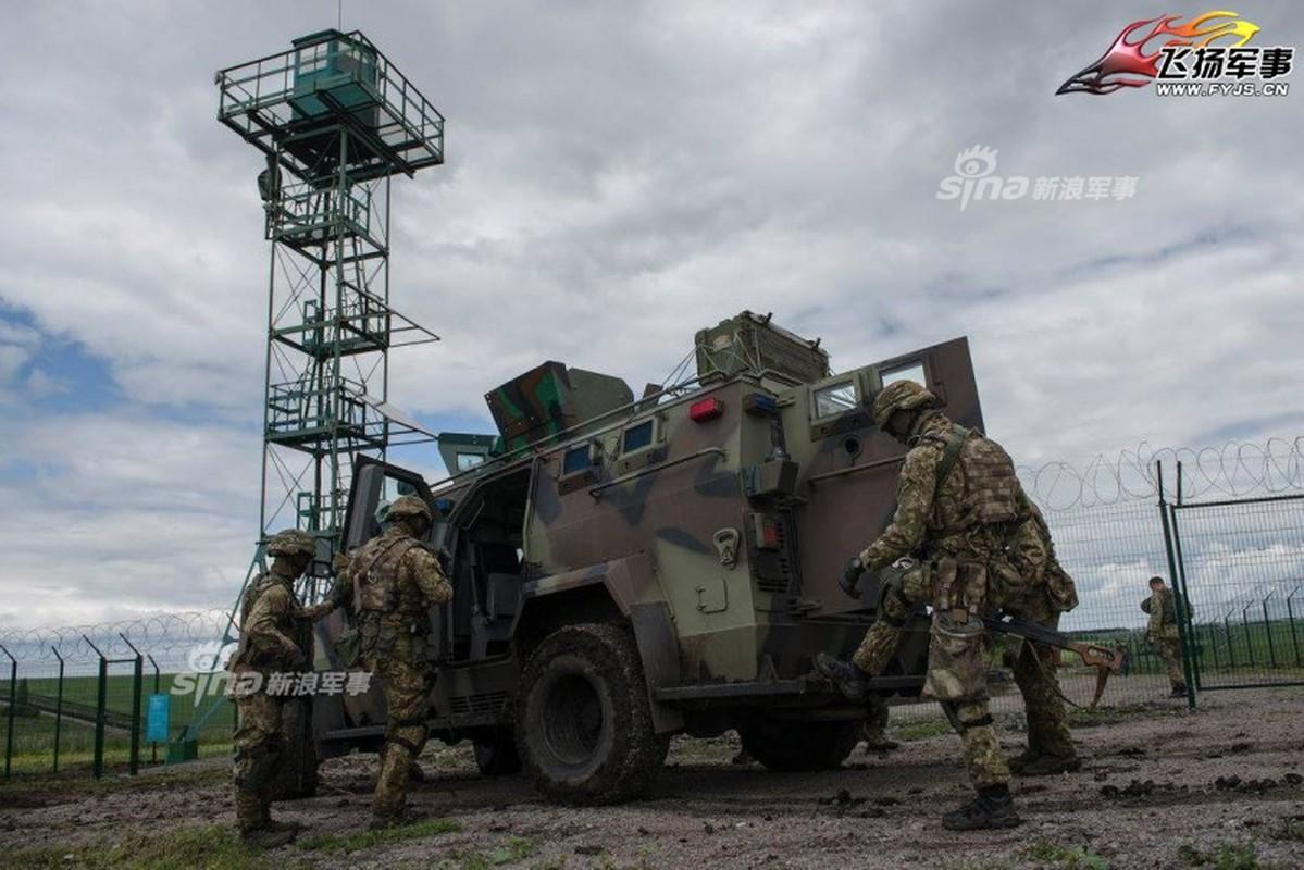 Nga-Ukraine: Tu anh em tot den xay tuong doc bien gioi-Hinh-7