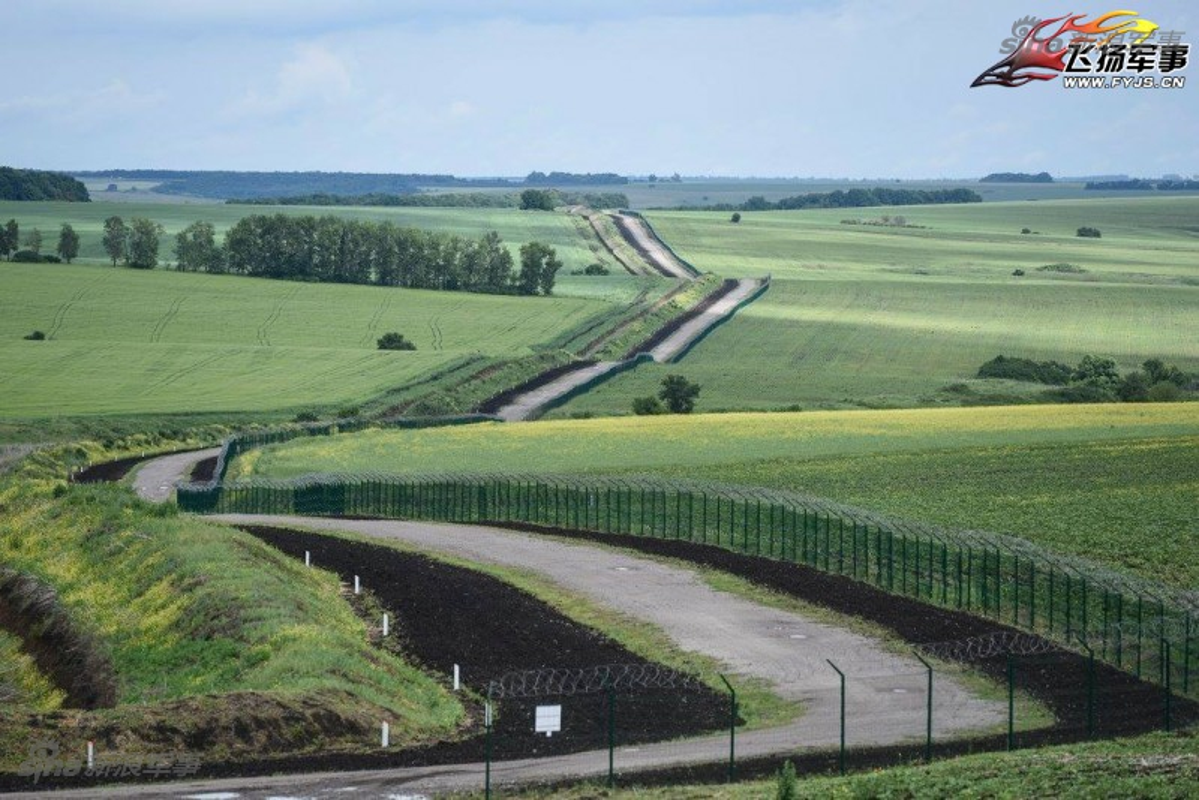 Nga-Ukraine: Tu anh em tot den xay tuong doc bien gioi