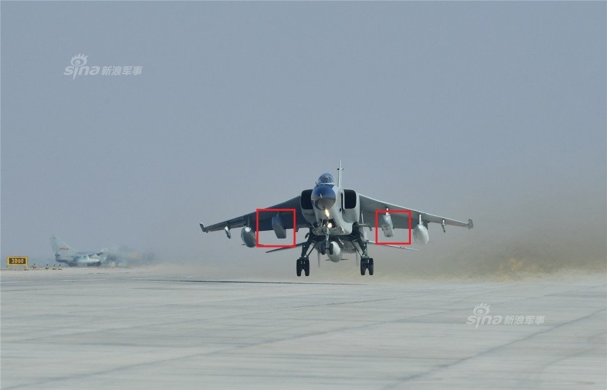 "Cuong kich JH-7 Trung Quoc ""khoe khoe"" pod gay nhieu dien tu-Hinh-6"