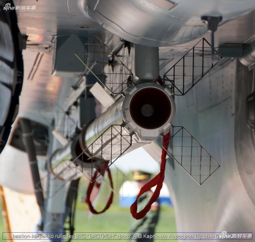 "Nhin gan ten lua ""than sau"" duoi bung tiem kich Su-35-Hinh-4"