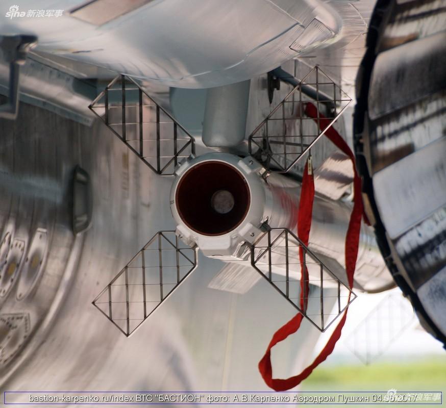"Nhin gan ten lua ""than sau"" duoi bung tiem kich Su-35-Hinh-5"