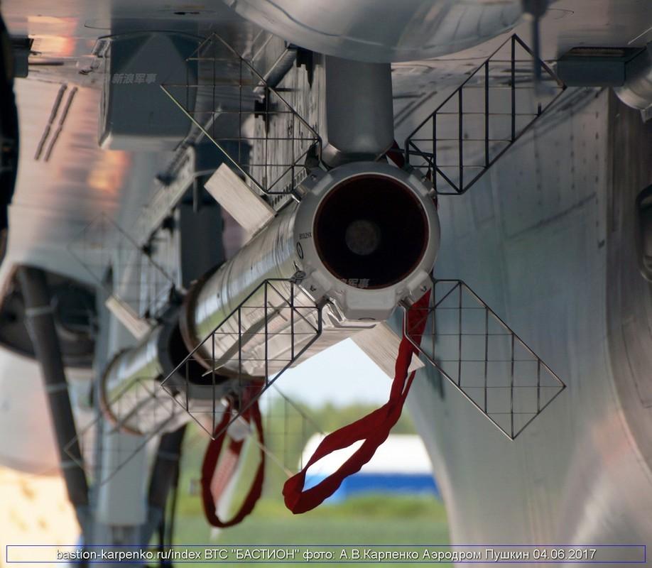 "Nhin gan ten lua ""than sau"" duoi bung tiem kich Su-35-Hinh-6"