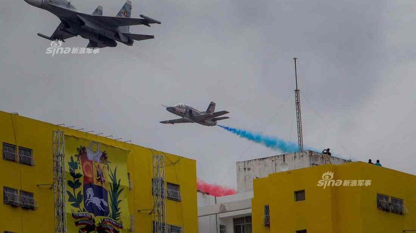 "Man nhan Quan doi Venezuela duyet binh khoe vu khi ""khung""-Hinh-11"