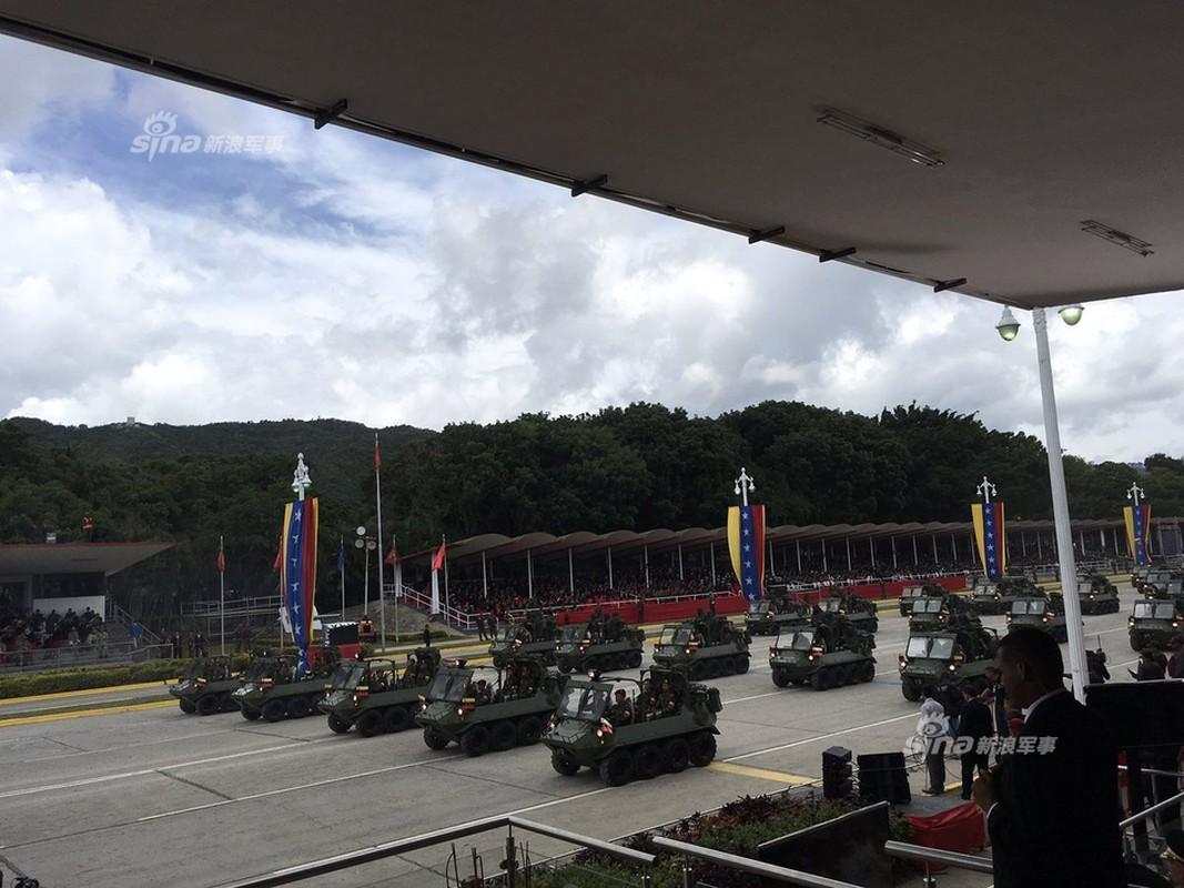 "Man nhan Quan doi Venezuela duyet binh khoe vu khi ""khung""-Hinh-4"