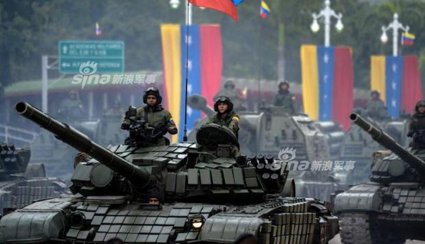 "Man nhan Quan doi Venezuela duyet binh khoe vu khi ""khung""-Hinh-7"