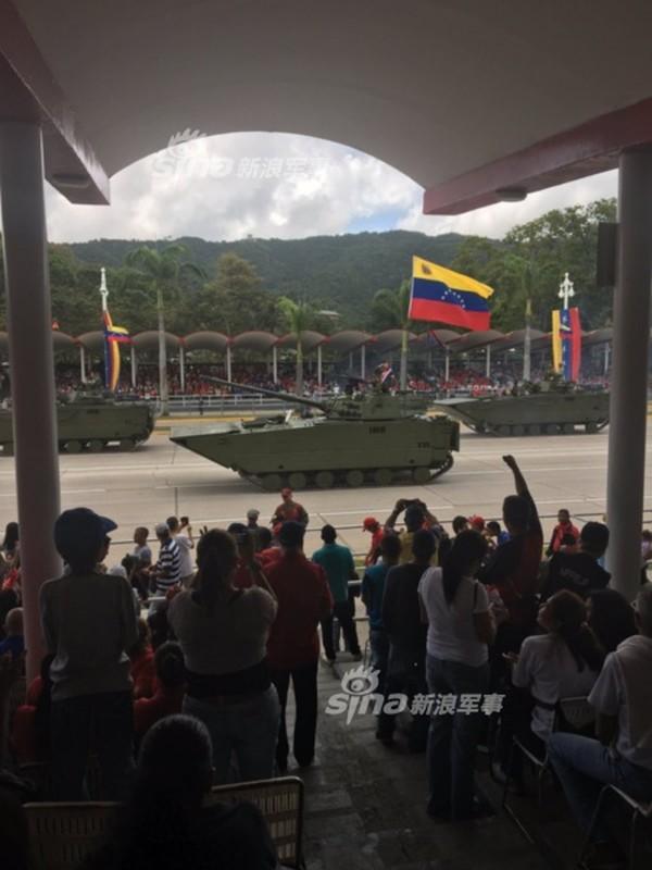 "Man nhan Quan doi Venezuela duyet binh khoe vu khi ""khung""-Hinh-8"