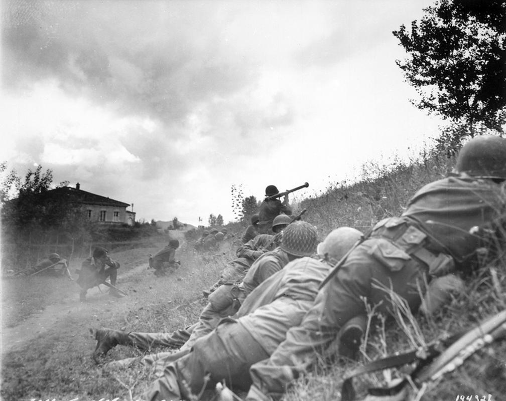 """Bazooka My trong CTTG 2, """"cha de"""" cua khau Bazooka Viet Nam-Hinh-3"""