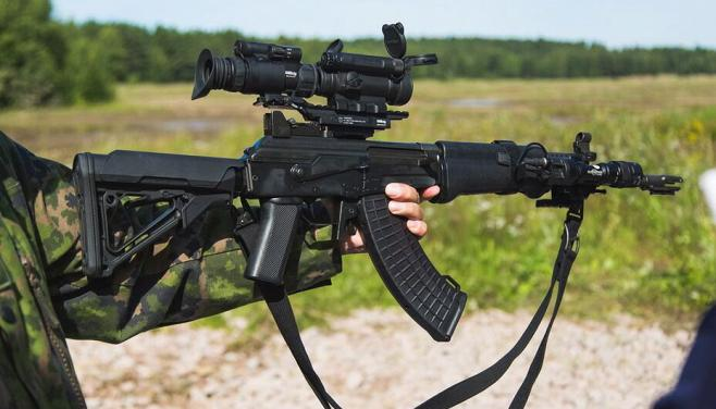 "An tuong phien ban AK-47 ""nhai"" xin hon ca ban goc"
