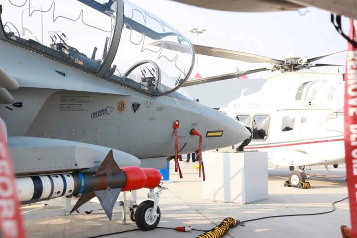 """Chien dau co nao thach thuc """"ngoi vuong"""" cua Yak-130?-Hinh-2"""