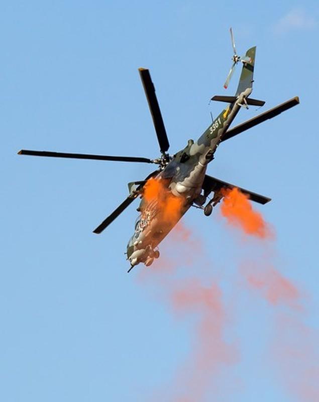 "Chum anh: Suc manh ""sieu"" truc thang tan cong Mi-35M-Hinh-11"