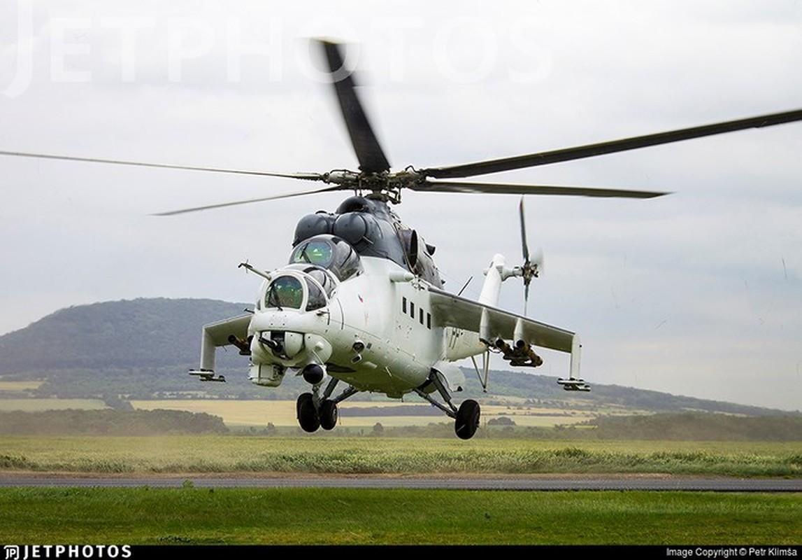 """Chum anh: Suc manh """"sieu"""" truc thang tan cong Mi-35M"""