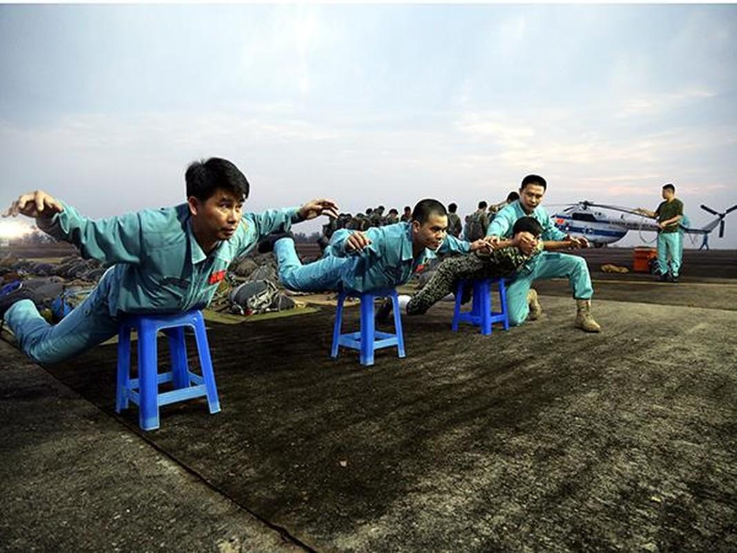 Tan mat linh du VN luyen tap do bo duong khong-Hinh-3