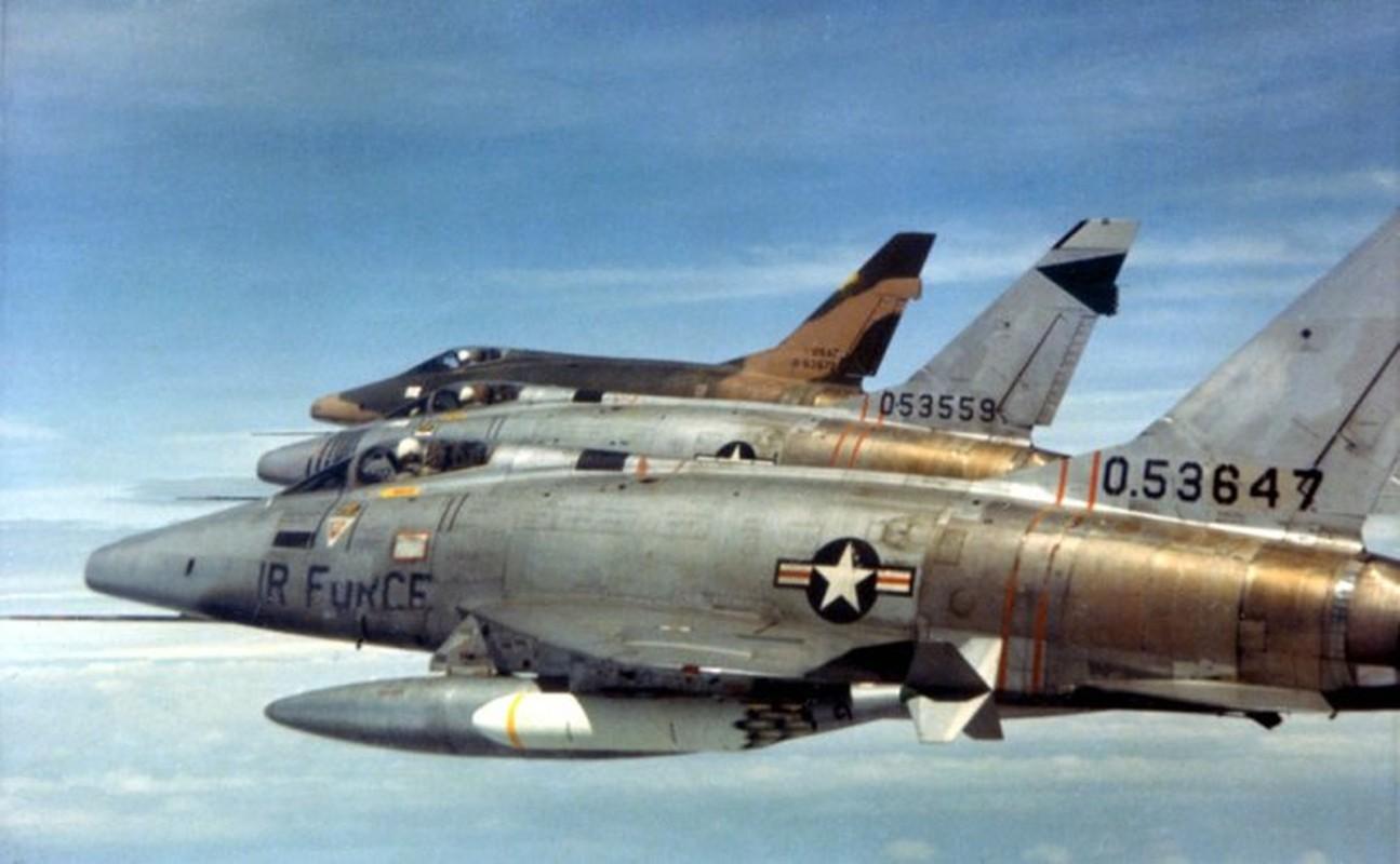 Kho do thanh tich dang ne cua tiem kich F-100 o VN
