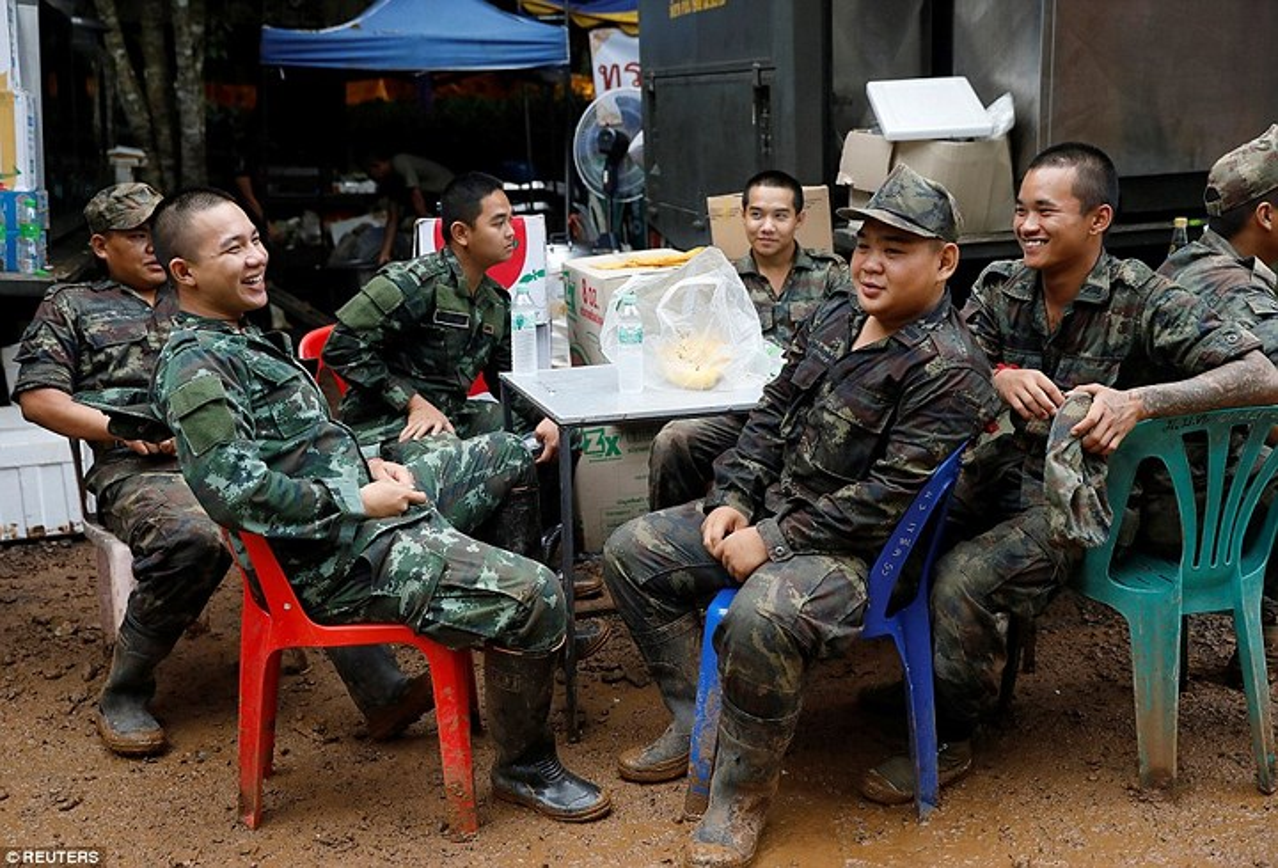 Nhom chuyen gia Anh giup Thai Lan giai cuu doi bong nhi la ai?-Hinh-18