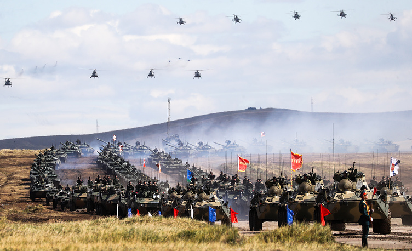 "Nhung ""canh nong"" dau tien tu cuoc tap tran Vostok-2018-Hinh-2"
