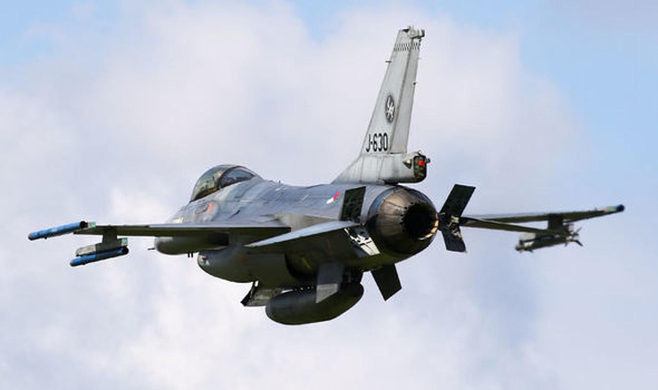 """May bay F-16 phat no, hai """"dong nghiep"""" chet oan-Hinh-3"""