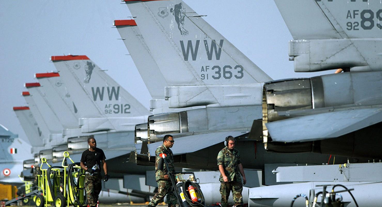 """May bay F-16 phat no, hai """"dong nghiep"""" chet oan-Hinh-5"""