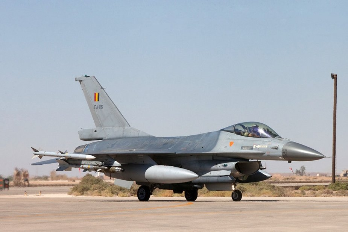 """May bay F-16 phat no, hai """"dong nghiep"""" chet oan-Hinh-6"""