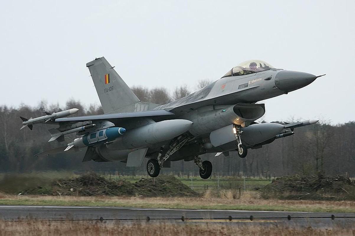 """May bay F-16 phat no, hai """"dong nghiep"""" chet oan-Hinh-7"""