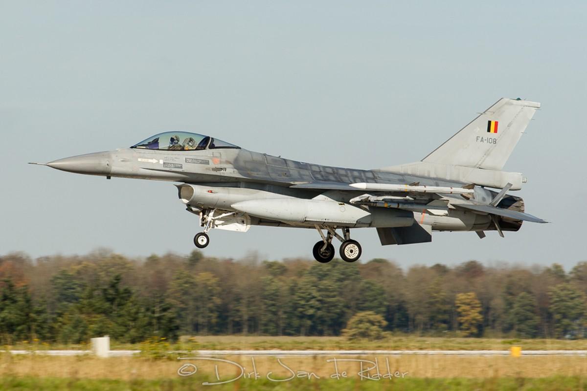 """May bay F-16 phat no, hai """"dong nghiep"""" chet oan-Hinh-8"""