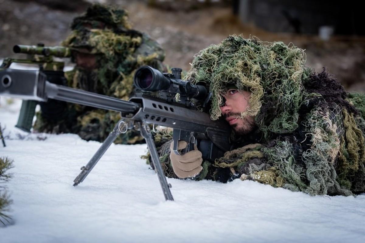 Nong hoi hinh anh ve cuoc tap tran lon nhat the ky 21 cua NATO-Hinh-2