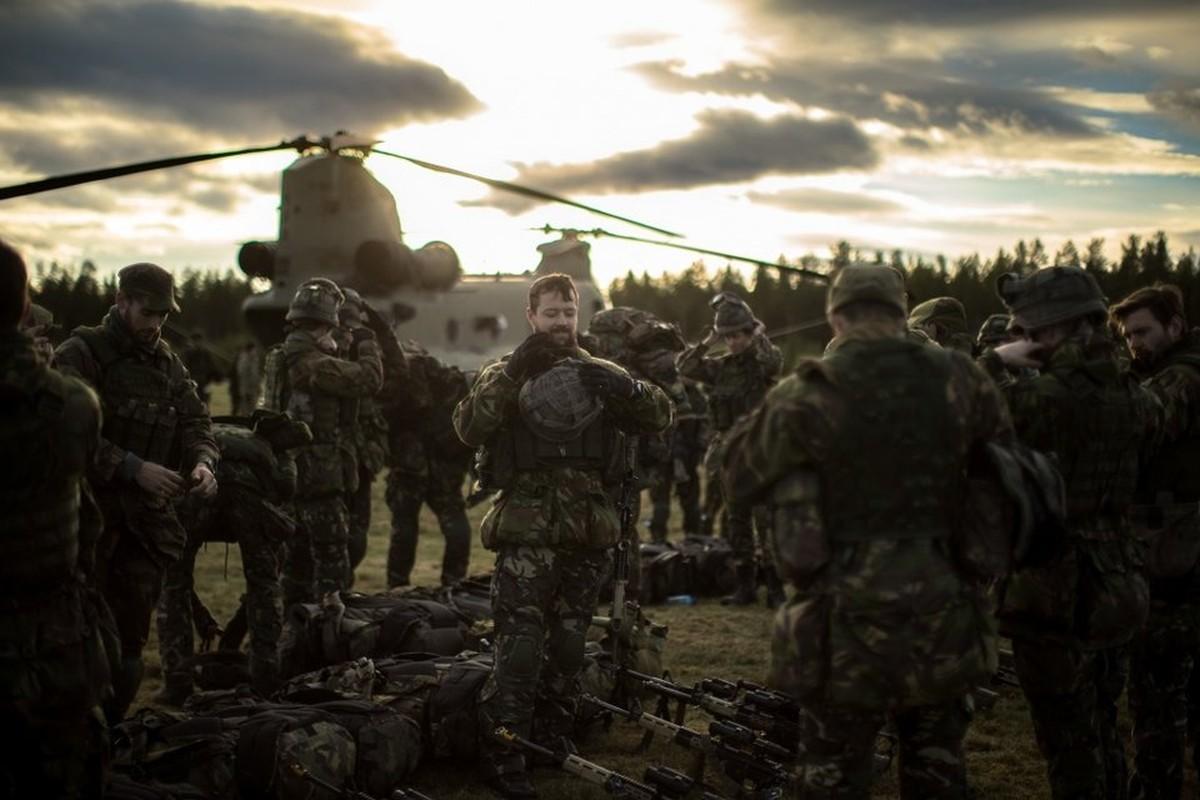 Nong hoi hinh anh ve cuoc tap tran lon nhat the ky 21 cua NATO-Hinh-5