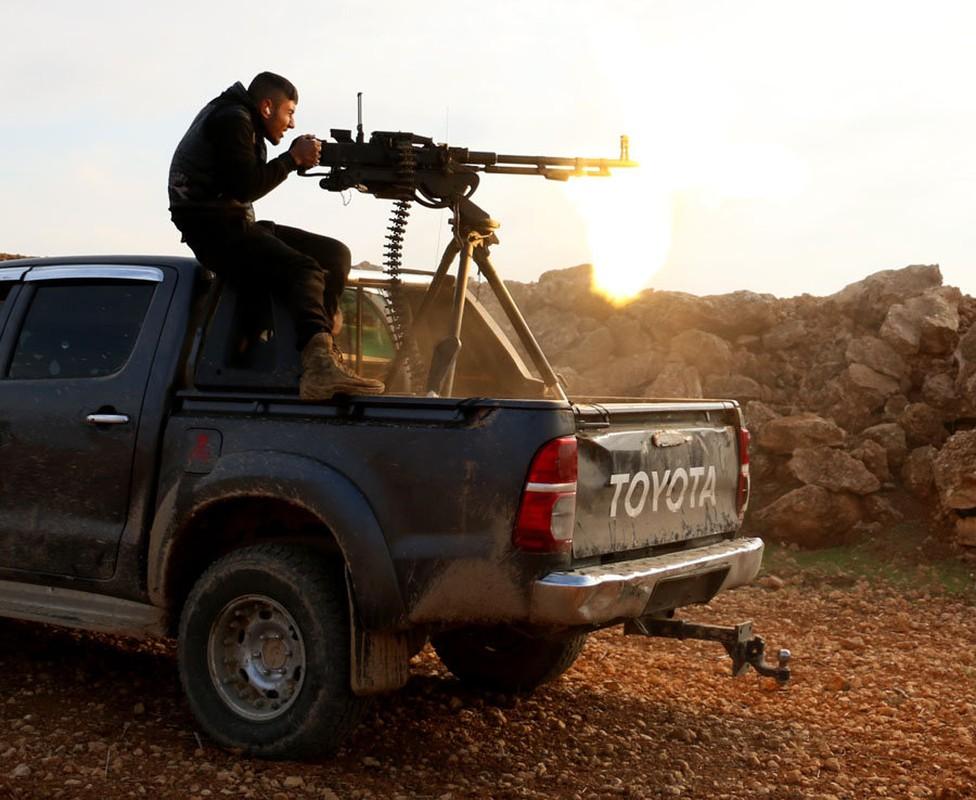 Bat ngo vu khi giup phien quan IS